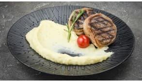 Фото - Медальйони з телятини з сирним соусом - Піццбург